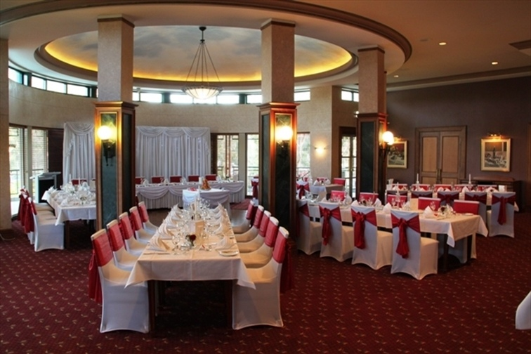 Wedding Venue - Arundel Hills Country Club - Members Dining & Lounge Room 1 on Veilability