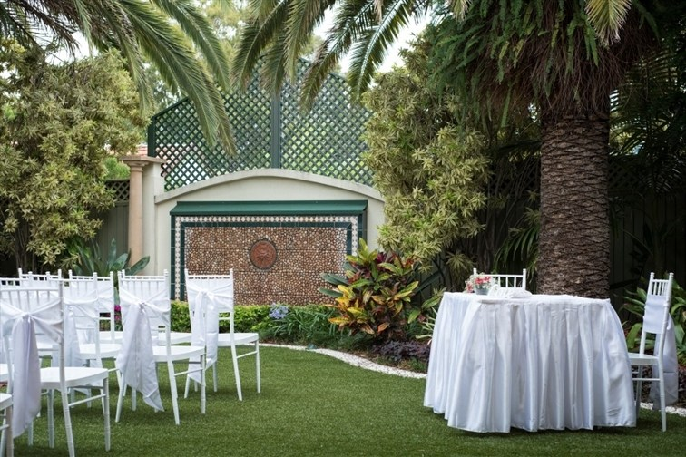 Wedding Venue - The Golden Ox - Secluded Gardens 1 on Veilability