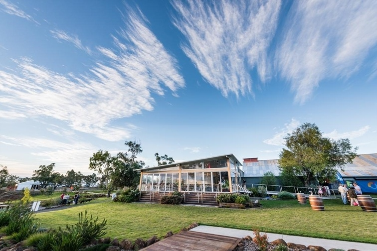 Wedding Venue - The Woolshed at Jondaryan - The Cafe 5 on Veilability