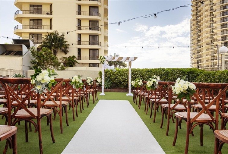 Wedding Venue - Novotel Surfers Paradise - The Green 1 - On#5 Green Ceremony on Veilability