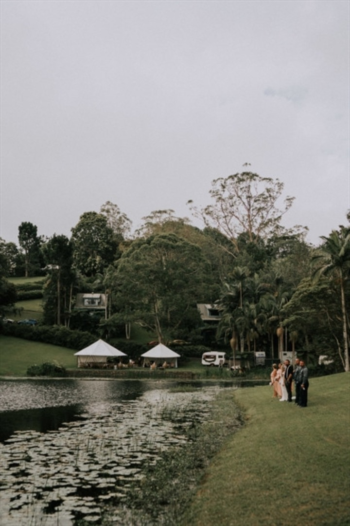 Wedding Venue - Montville Country Cabins - Lakeside Lawn 5 on Veilability