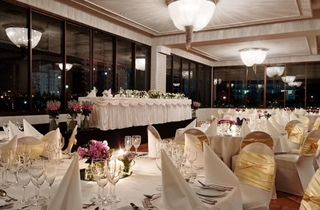Wedding Venue - Surfers Paradise Marriott Resort & Spa - Garden Terrace 6 on Veilability