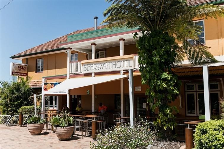 Wedding Venue - Beerwah Hotel 1 on Veilability