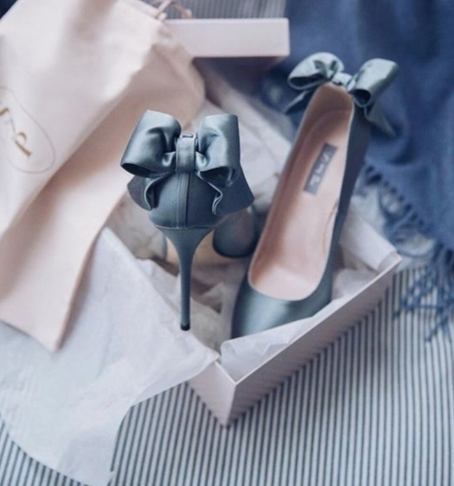 Choose comfy yet spectacular wedding shoes - like these gorgeous blue wedding shoes